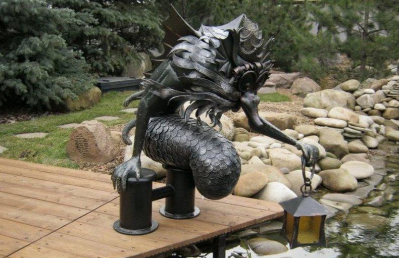 Садовая фигурка из метала