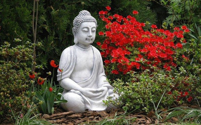 Садовая фигурка в японском стиле