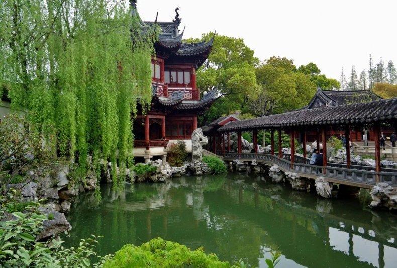 Водоём в китайском саду