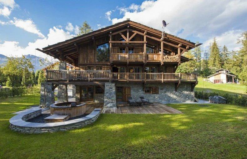 Дом-шале в альпийском стиле