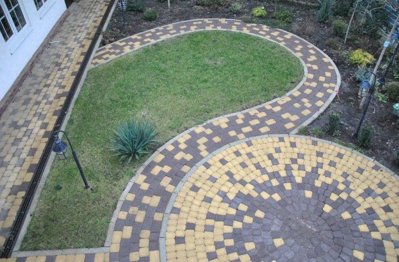 Дачный двор из тротуарной плитки