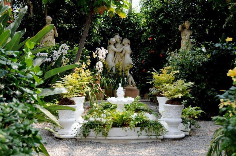Статуи с средиземноморском стиле