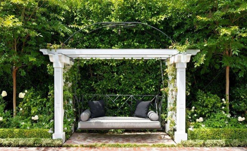 Садовые качели в ландшафтном дизайне