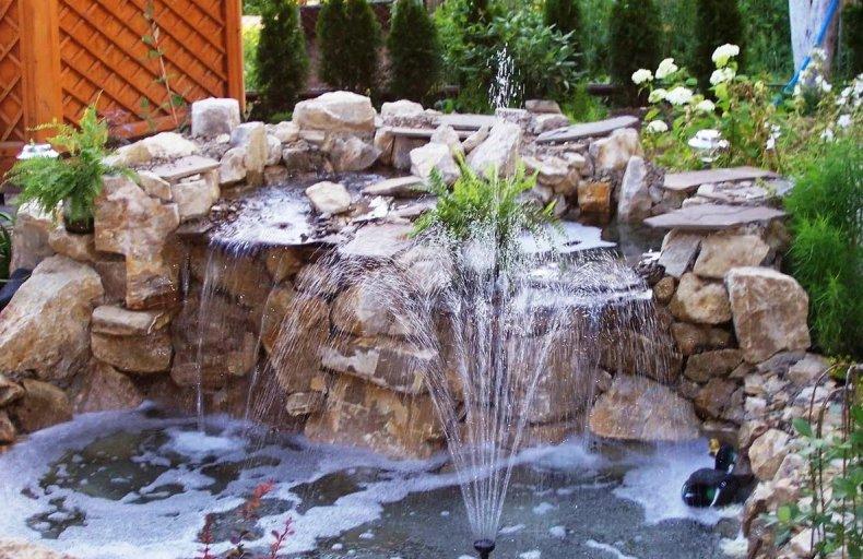 Фонтан с водопадом