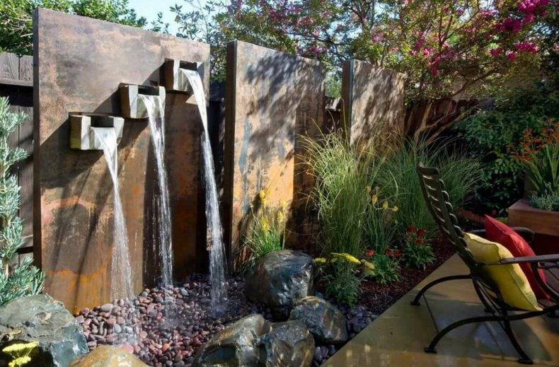 Настенный фонтан на участке