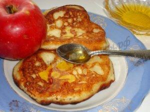 Оладушки с замороженными яблоками