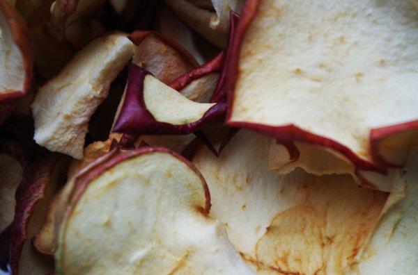 Какие яблоки полезнее свежие или сушеные