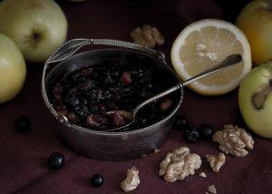 Варенье из черноплодной рябины с орехами