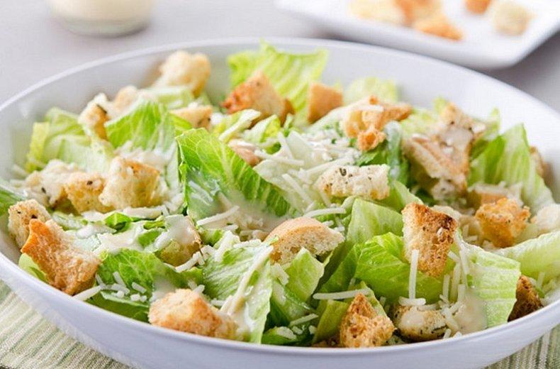 Цезарь с салатом айсберг