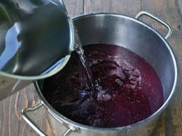 Как сделать вино из малины перетертой с сахаром