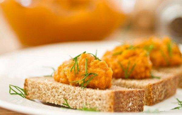 рецепты салатов из кабачковая икра