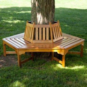 Деревянная скамейка вокруг дерева