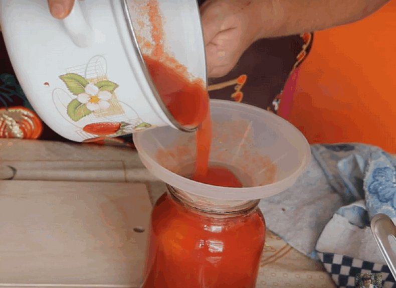 Заливаем томаты соком