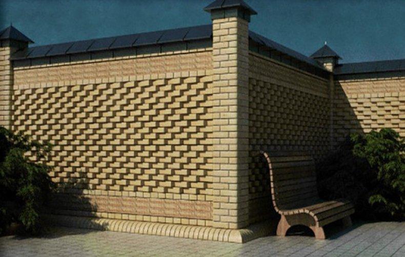 Сплошной кирпичный забор с фигурной кладкой
