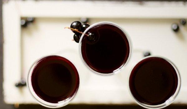 Настойка на спирту из черной смородины замороженной