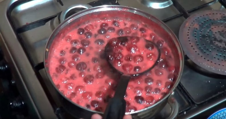 Как приготовить джем из вишни и красной смородины
