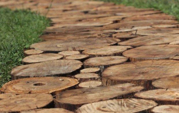 Дорожки из деревянных брусков и спилов