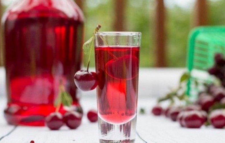 10 лучших рецептов настойки на вишне на водке, спирту, самогоне, коньяке, с косточками, в домашних