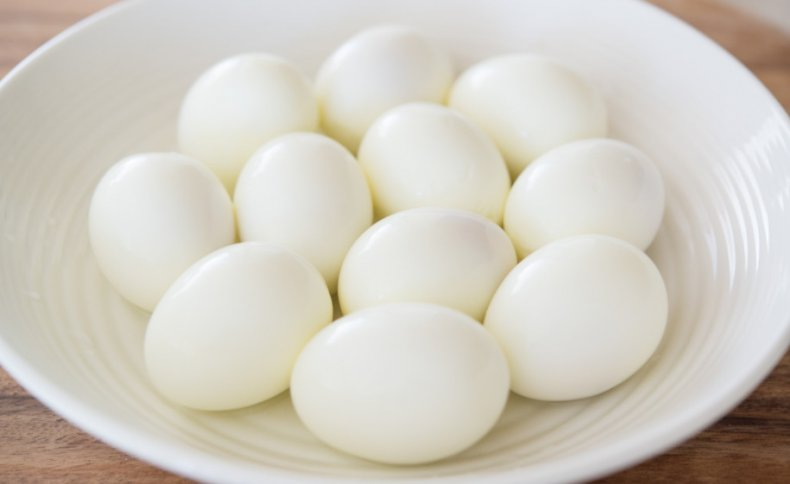 Очищенные яйца