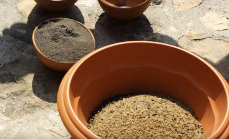 Приготовление смеси для фикуса