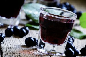 Наливка из черноплодной рябины: рецепты приготовления в домашних условиях