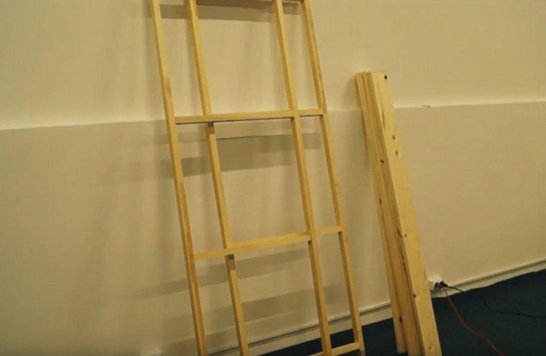 Лестницы для стелажа