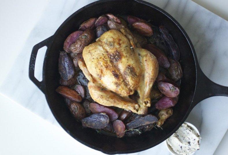Цыпленок с фиолетовой картошкой