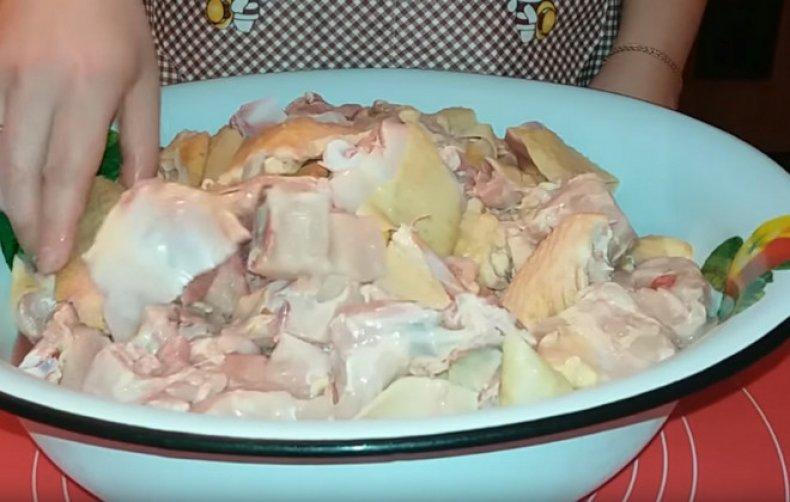 Режем мясо кусочками