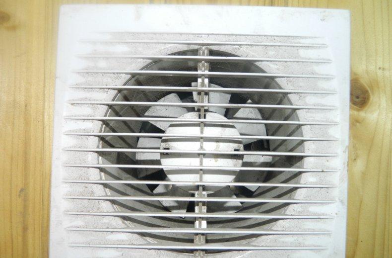 Вентилятор для принудительной вентиляции в гараже