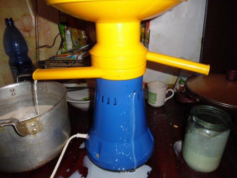 Молоко вытекает через дренажный паз