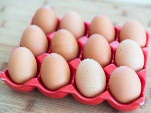 В Свердловкой области предложили добавлять к стандартному «десятку» яиц ещё два