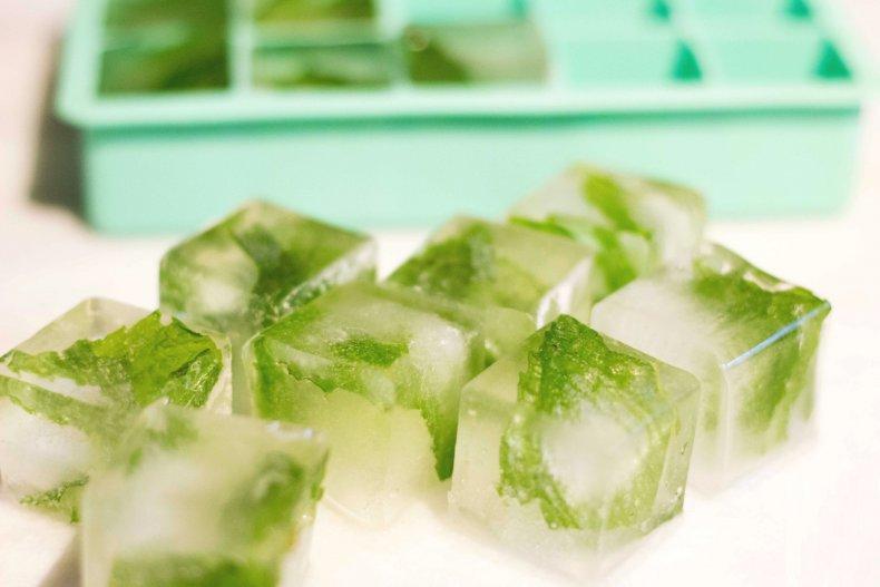 Ледяные кубики с петрушкой